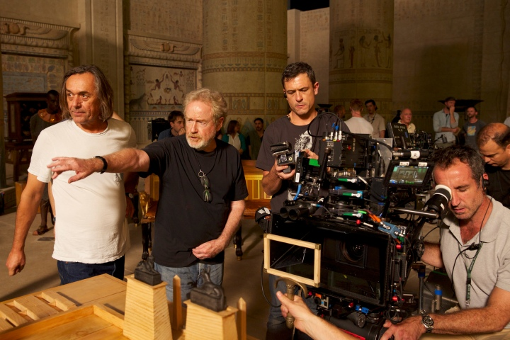 ridley-scott-on-the-set-of-EXODUS-GODSKINGS