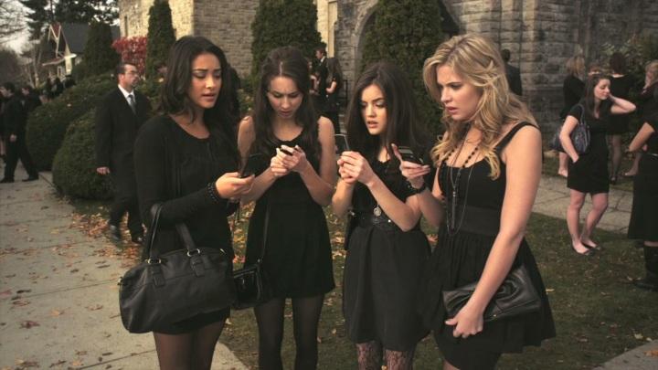 Et doit-on parler de la longueur de leur robe pour aller à un enterrement ?